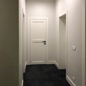 коридор, отделка в комплексе, установка дверей, наличник и плинтусы, освещение