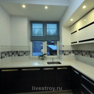 Кухня на 1 этаже. Отделка в комплексе, установка мебели
