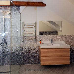 Санузел с душем на третьем уровне, мансардный этаж