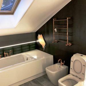 Комплексная отделка ванной комнаты под ключ на мансарде. Эксклюзивная сантехника. Изготовление бра по эскизу и установка