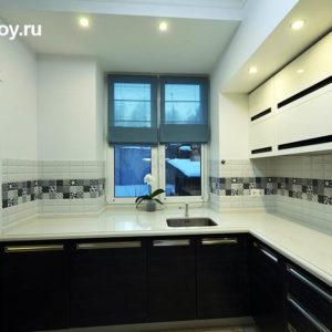 Кухня, встроенная мебель в коттедже КП Лагуна