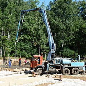 Принимаем бетон в фундаментную плиту коттеджа. Катуар