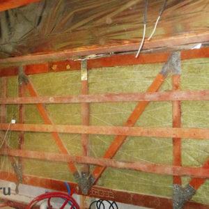 шумоизоляция стены между санузлом и спальней на мансарде