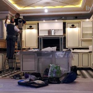 установка кухни в коттедже