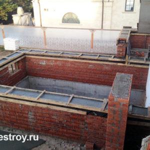 Кладка стен из кирпича с ж/б обвязкой коттедж КП Петровский