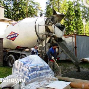 разгрузка бетона на реконструкции коттеджа
