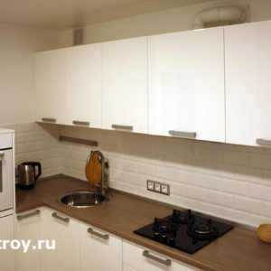 установка встроенного оборудования кухни, навеска шкафов на кухне