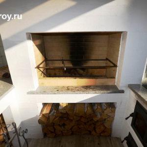 печь-гриль, барбекю на крыльце коттеджа, летняя кухня