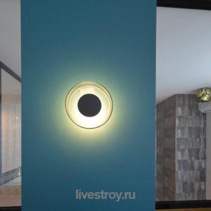 стильный светильник на пилоне, второй этаж