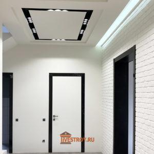 двери и освещение в коридоре