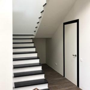 вид лестницы до установки ограждения