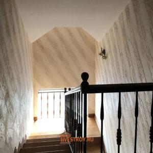 венецианская штукатурка на лестничном пространстве