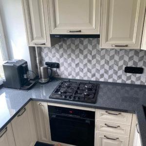 установлена кухня
