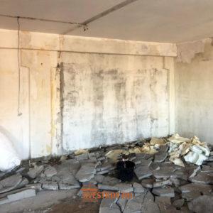удаление перегородок и очистка стен