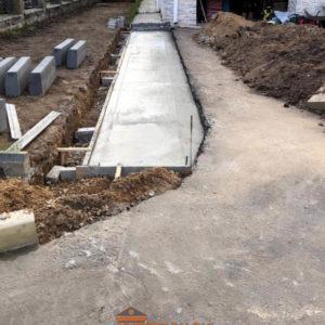 бетонированный участок парковки